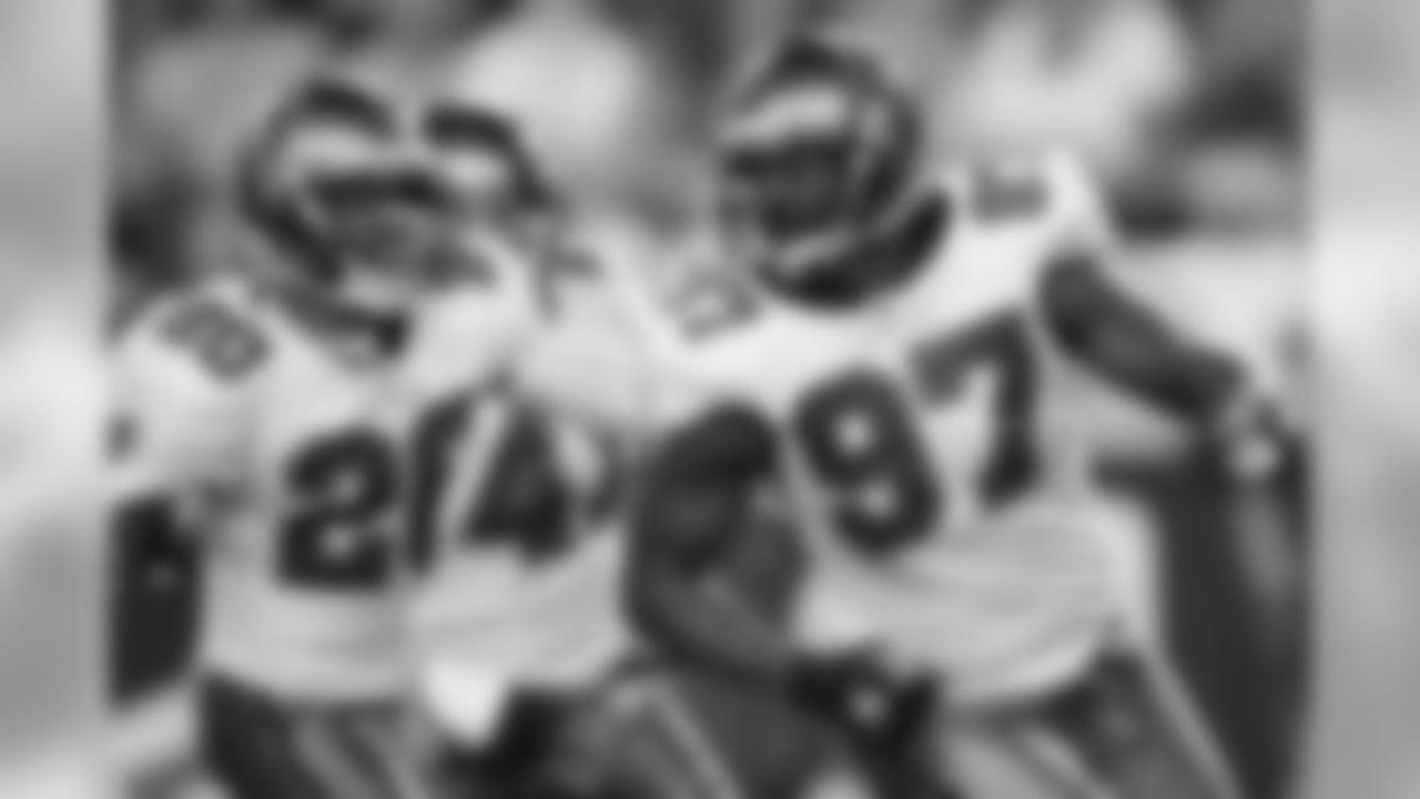 97 DE Jimmy Wilkerson celebrates a sack