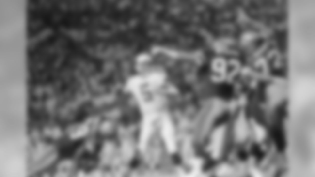 1989: QB Gary Hogeboom looks to pass