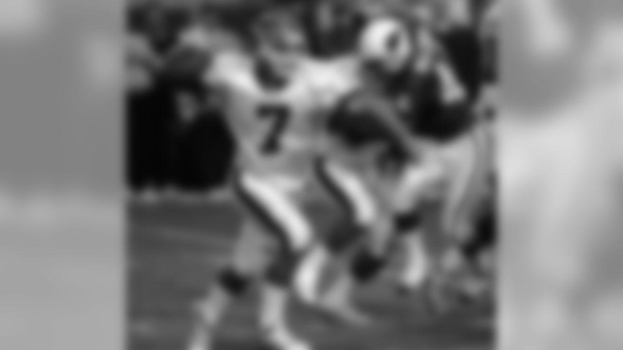 1999: Bills QB Doug Flutie attempts a pass