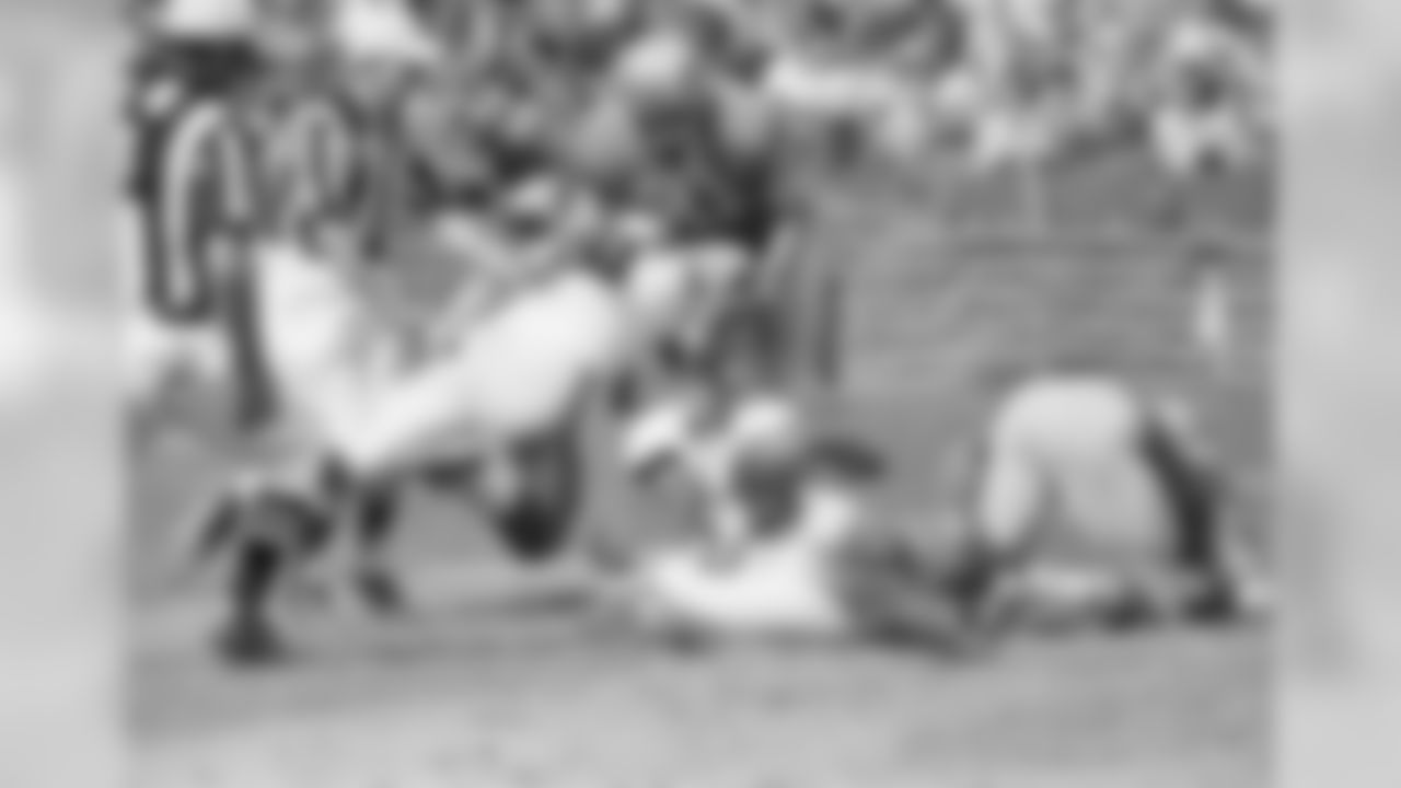 1967: Cardinals RB Johnny Roland catches a pass
