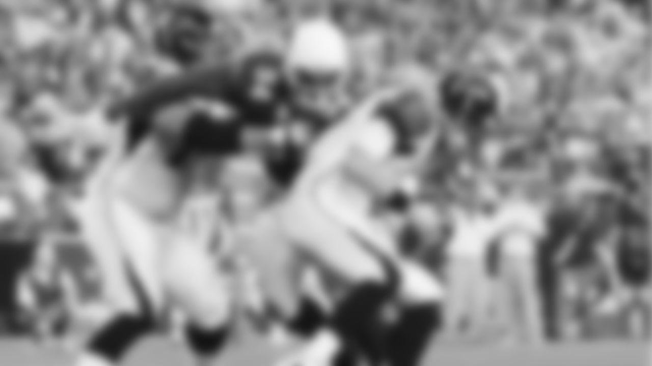 Cardinals defensive end Antonio Smith sacks Falcons quarterback Matt Ryan.