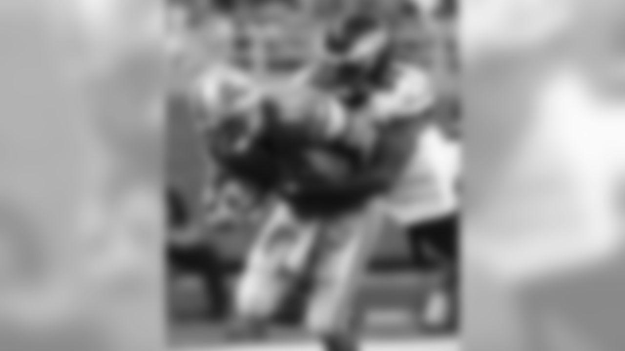 LB Ernie Sims - 5.5 sacks
