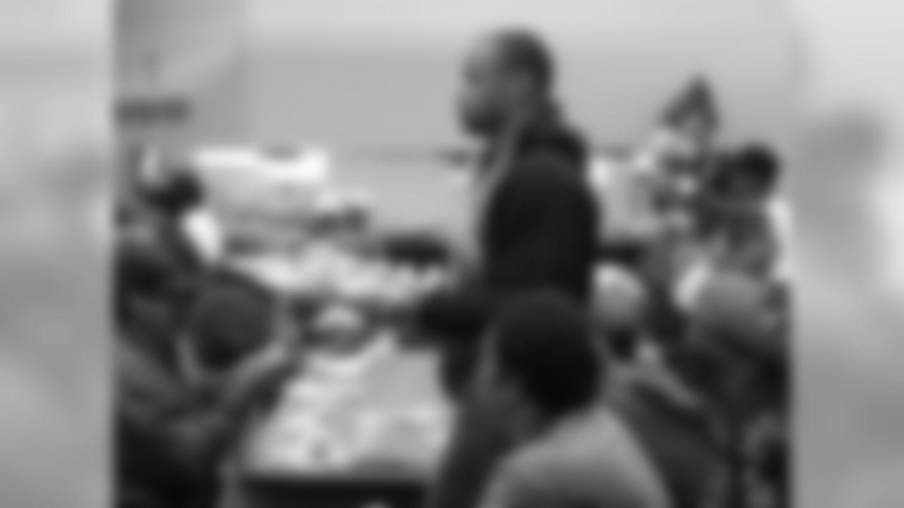 LB Lorenzo Alexander serving the meals