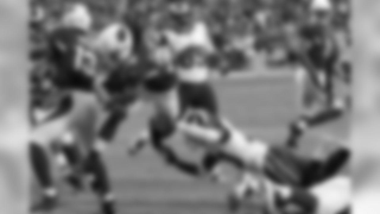 RB Andre Ellington scores a first-half touchdown