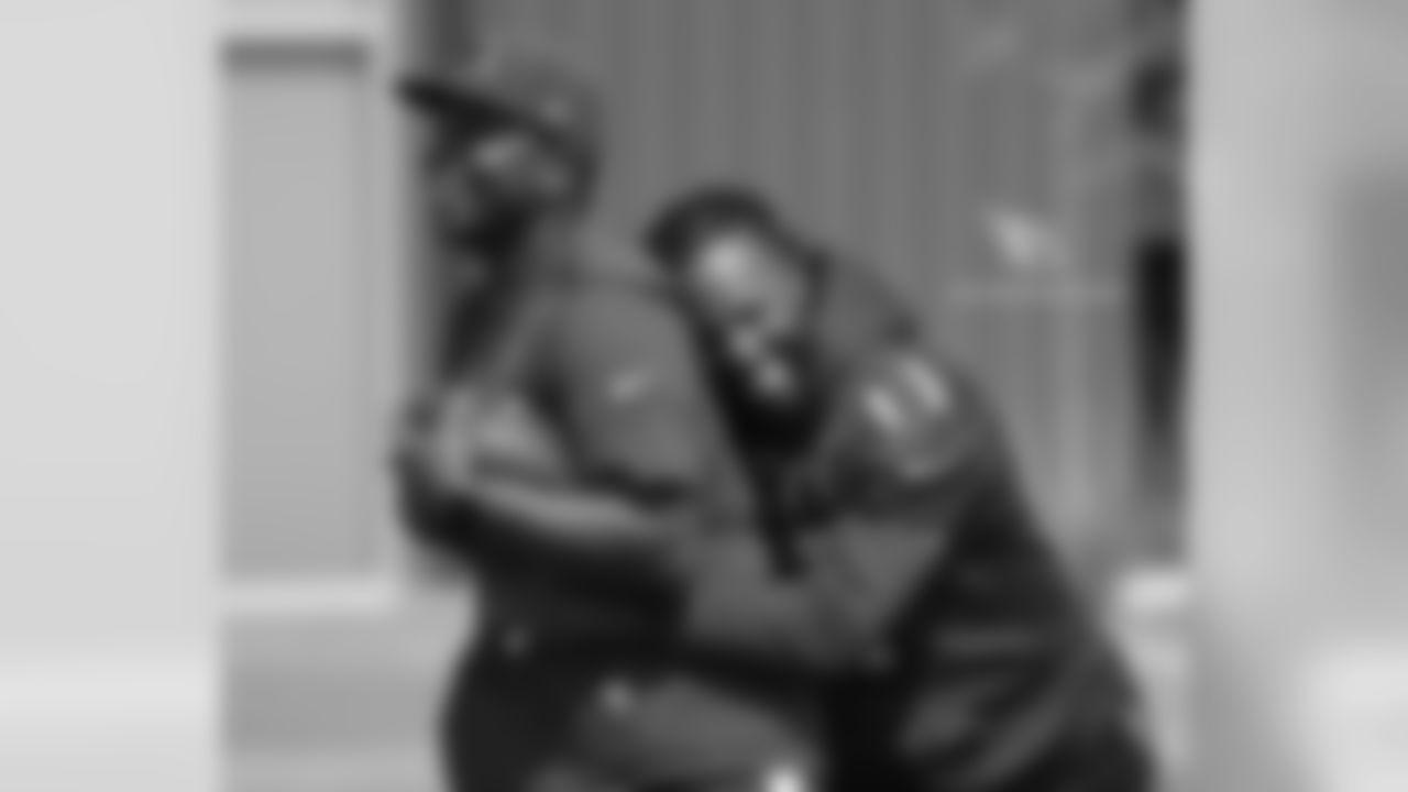 WR Larry Fitzgerald hugs QB coach Byron Leftwich