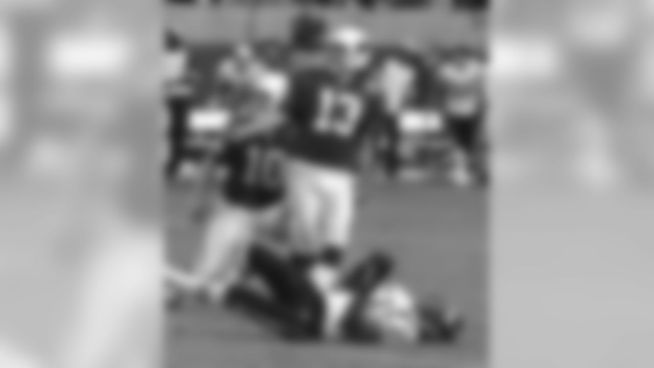 1998: K Chris Jacke hits a 52-yard FG as time expires to beat the Chargers, 16-13