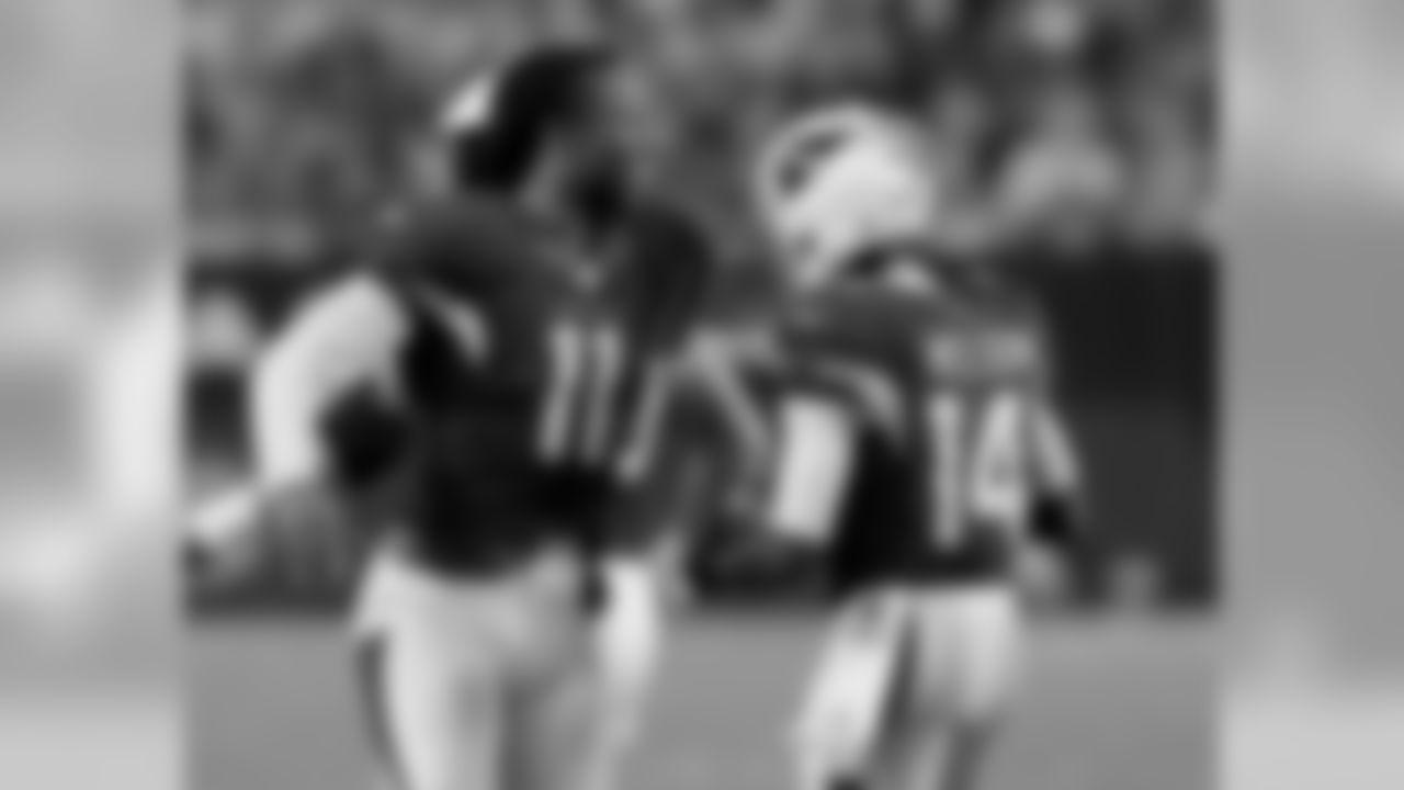 WR Larry Fitzgerald congratulates J.J. Nelson after he caught a touchdown pass