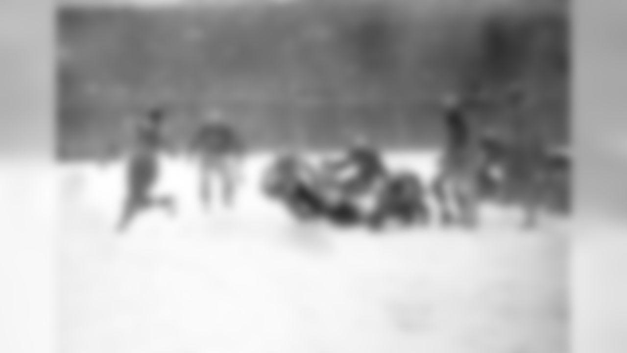 1948: Eagles RB Steven Van Buren scores a touchdown