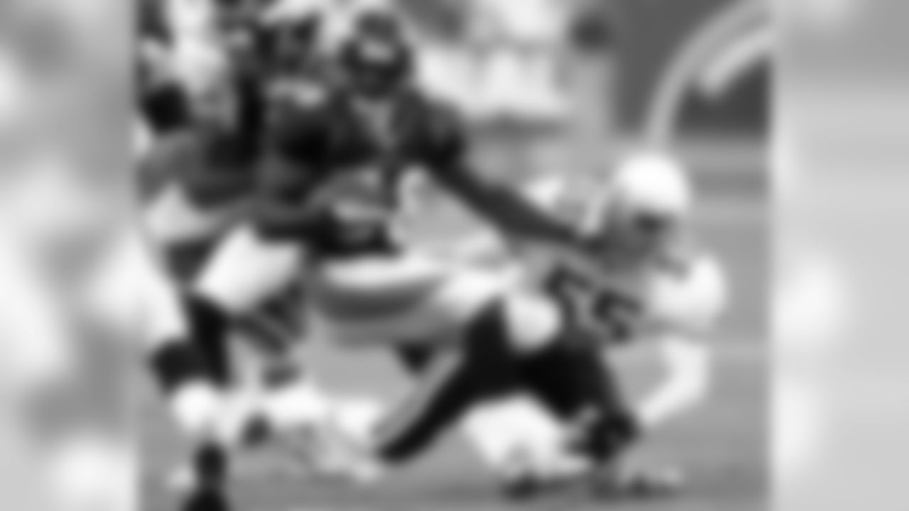 2001: LB Ray Thompson tackles Broncos RB Mike Anderson