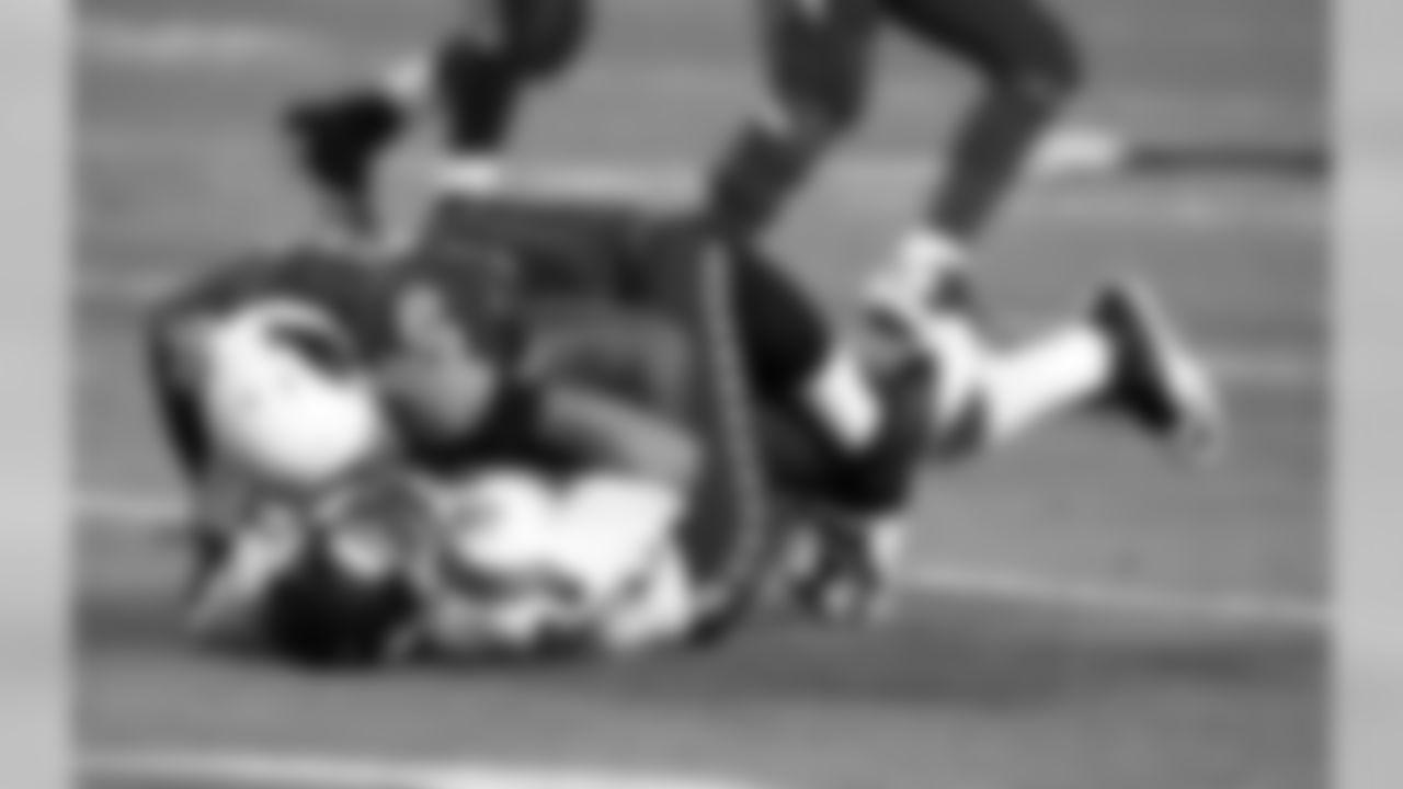 DE Frostee Rucker hits Seattle QB Russell Wilson