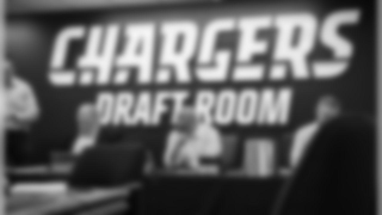 042618_draft_room_001.jpg