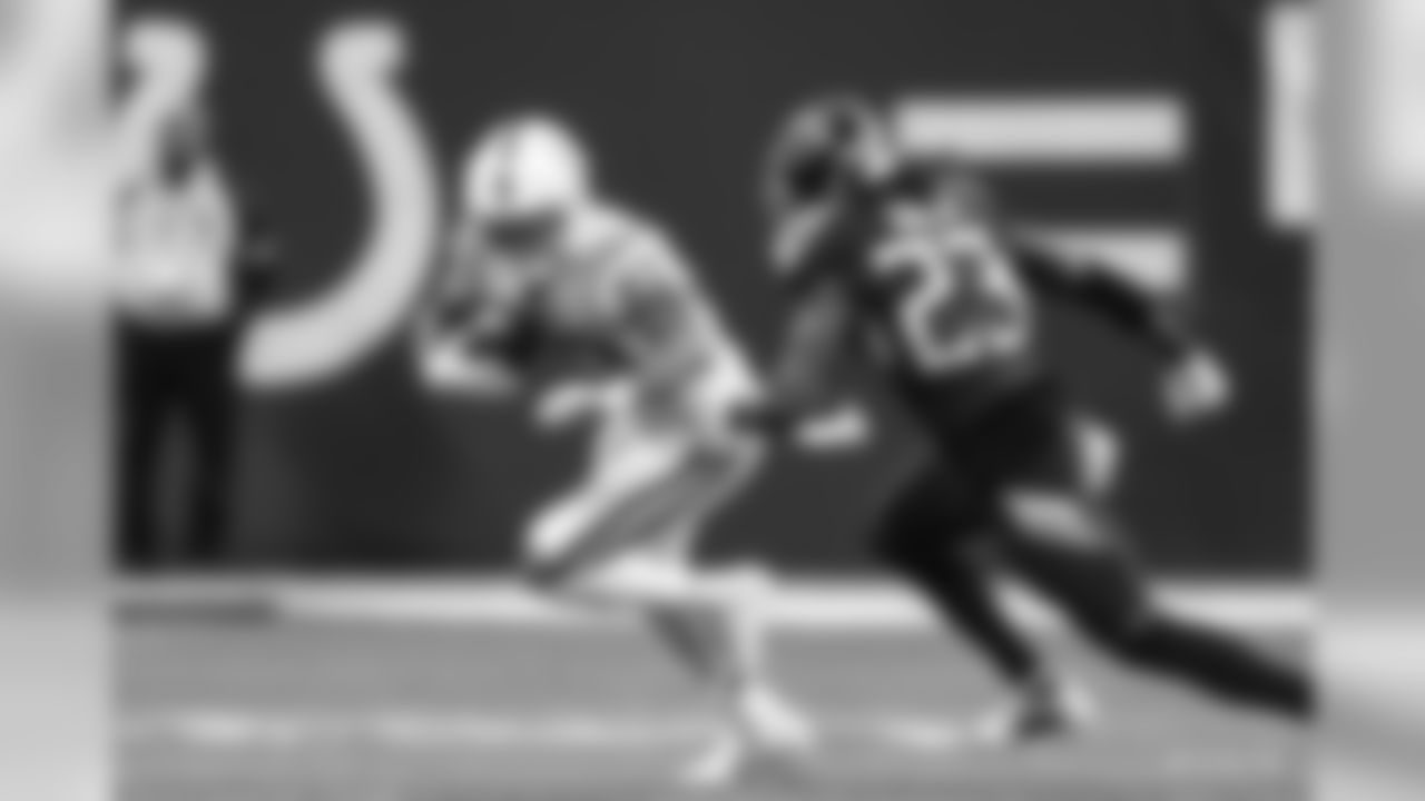 83 wide receiver Marcus Johnson