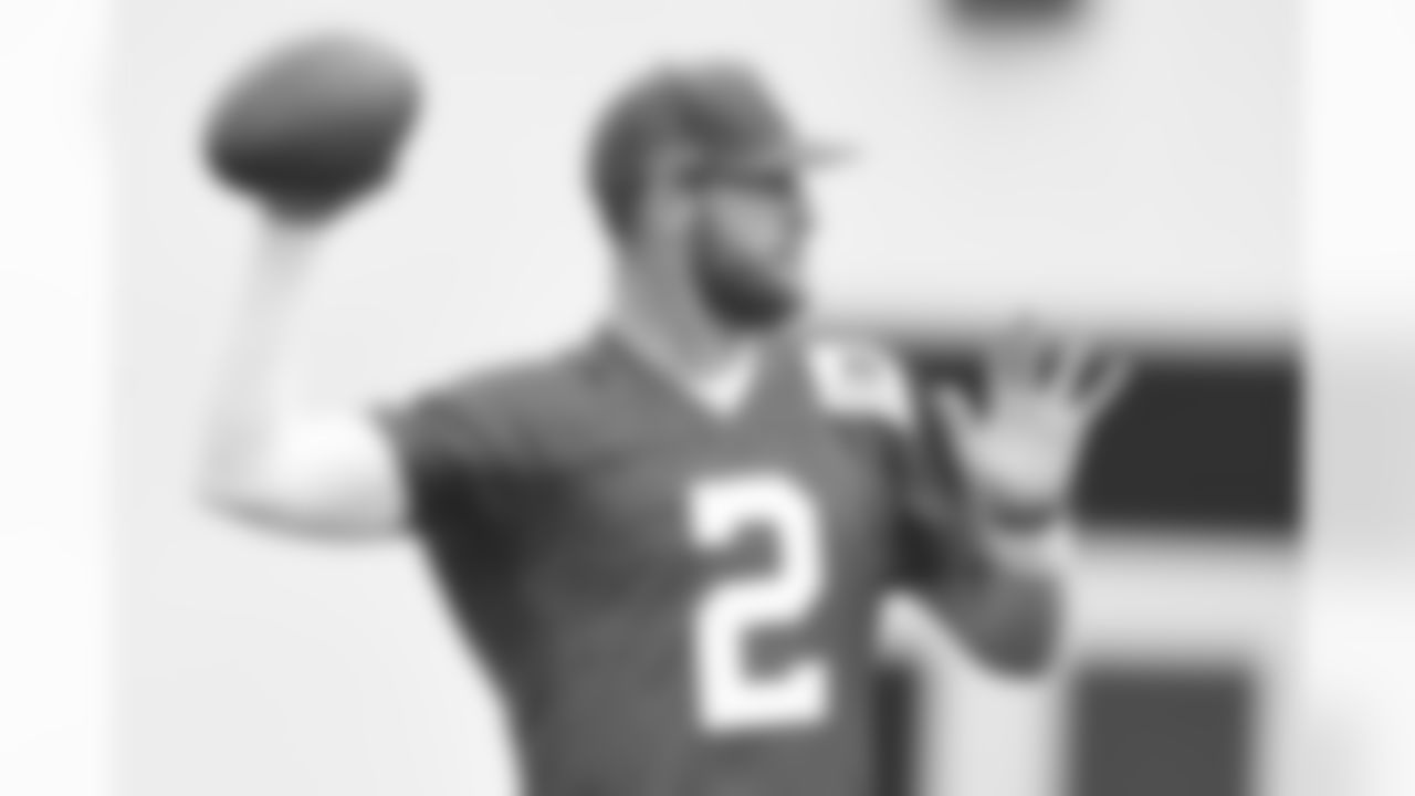 QB Carson Wentz, 6-5, 237