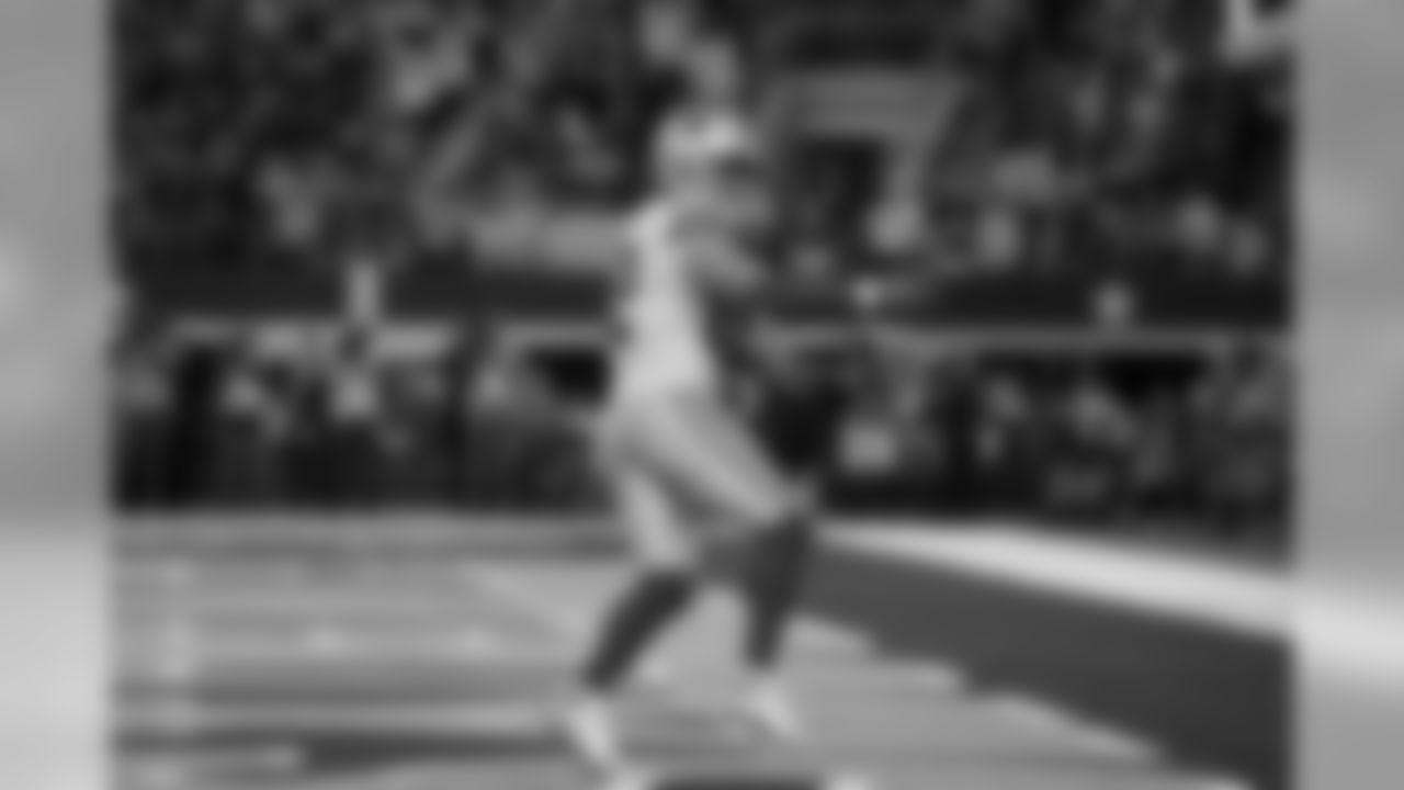 Dallas Cowboys tight end Jason Witten (82) celebrates after scoring a touchdown during an NFL football game against the Buffalo Bills in Arlington, Texas, Thursday, Nov. 28, 2019. (AP Photo/Michael Ainsworth)