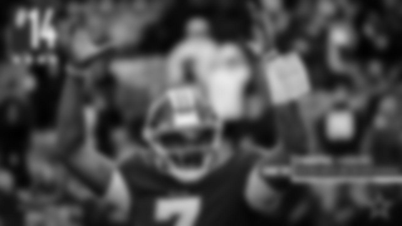 """Dwayne Haskins: Probablemente merece una calificación de """"incompleto"""" para su temporada de novato. Comenzó solo siete juegos, lanzando siete touchdowns y tres intercepciones en esos inicios. Jugó bien en algunos de ellos, jugó bastante mal en otros. También fue capturado 25 veces en solo siete aperturas, lo cual es una mala noticia para cualquier mariscal de campo, y mucho más para un novato. En estos momentos es difícil juzgar o evaluar qué tiene Washington con este mariscal de campo."""