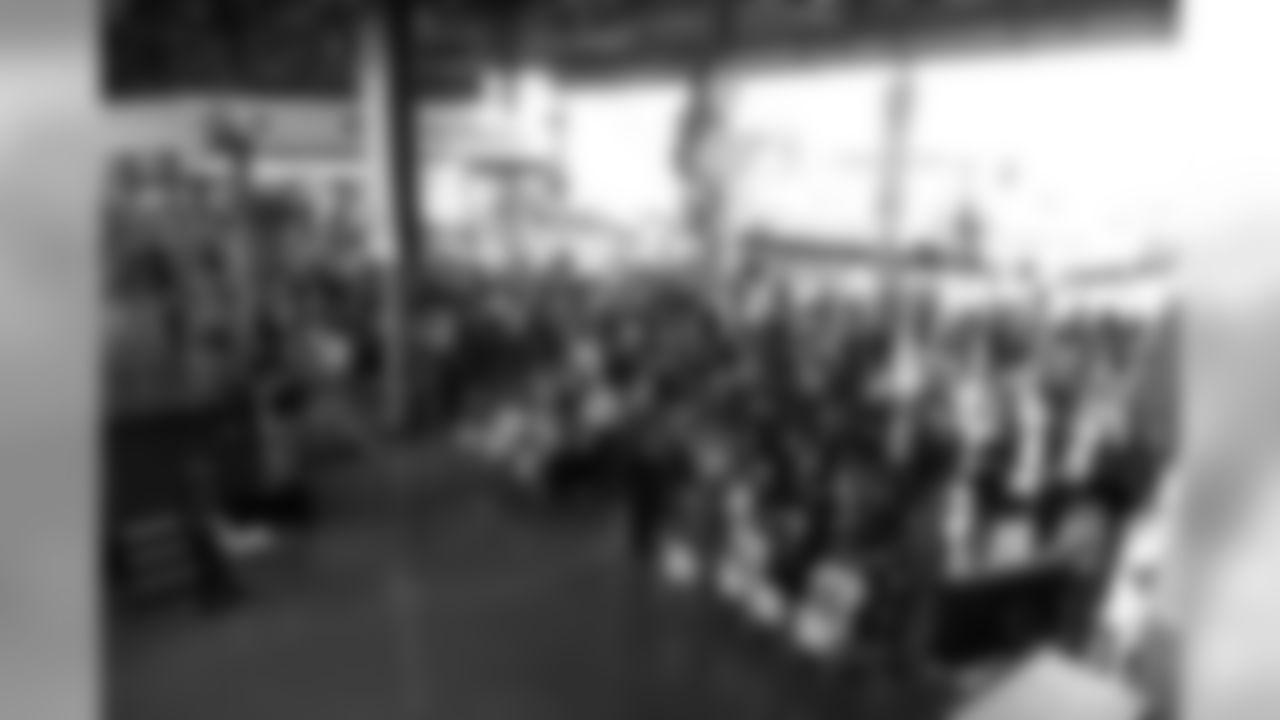 temp04252013_2013_Draft_Party0069.jpg
