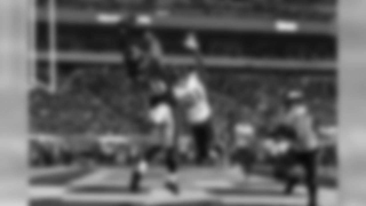 TE Zach Ertz  Philadelphia Eagles vs. Minnesota Vikings at Lincoln Financial Field on October 7, 2018