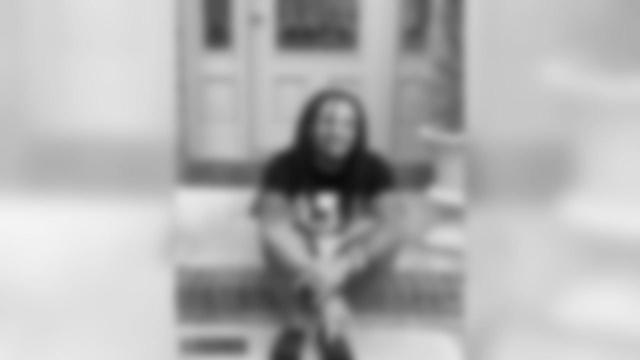 """CB Avonte Maddox: """"Never thought it would be the day I turned 24 and couldn't step off the porch! #BirthdayQuarantine! 'Can't wait to hop off the porch mannnnnn'"""""""