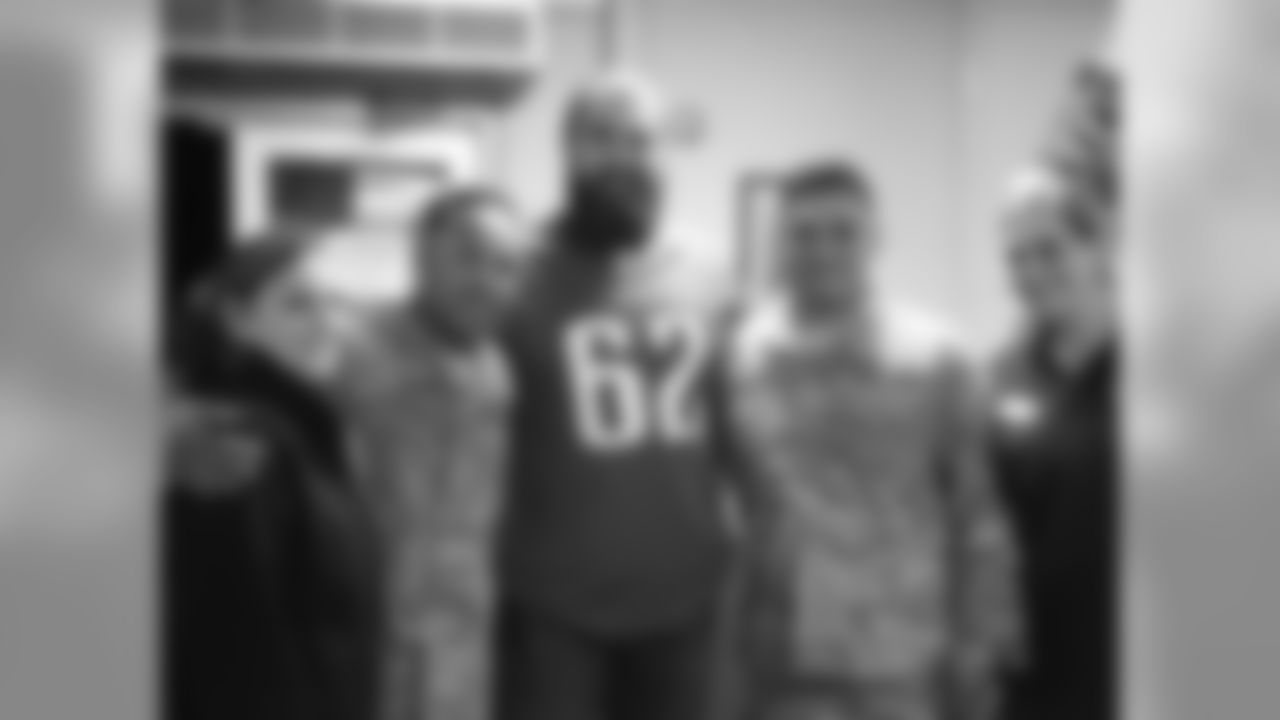 C Jason Kelce joined the Liberty USO to welcome home TSgt Silmer Antonio Carmona and SrA Tariq Fladger