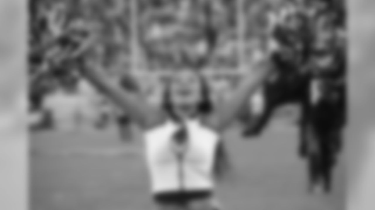 Symone celebrates an Eagles touchdown!