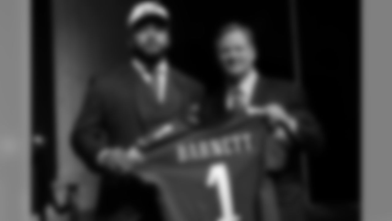 With the 14th-overall pick, the Eagles selected DE Derek Barnett out of Tennessee.