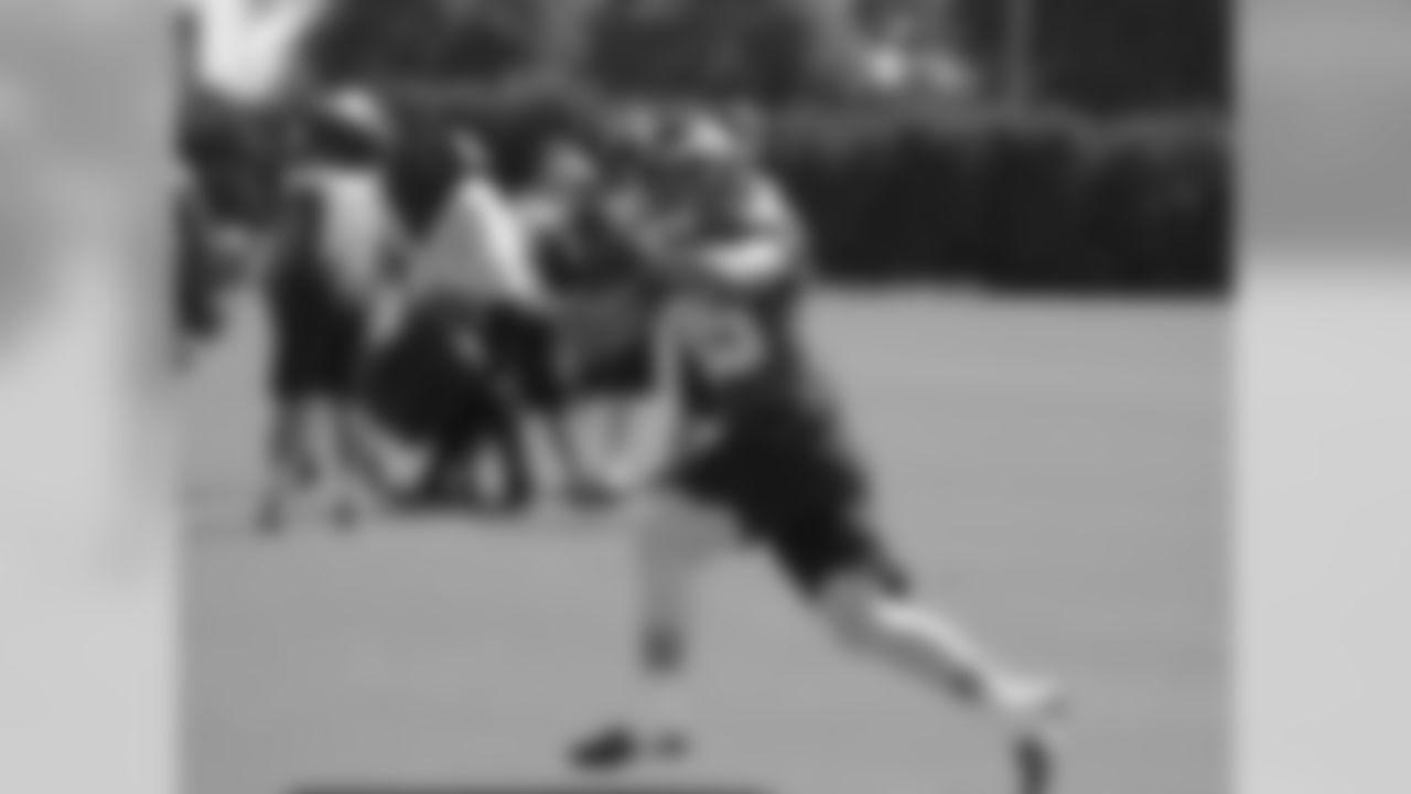 TE James Casey sees a ball into his hands