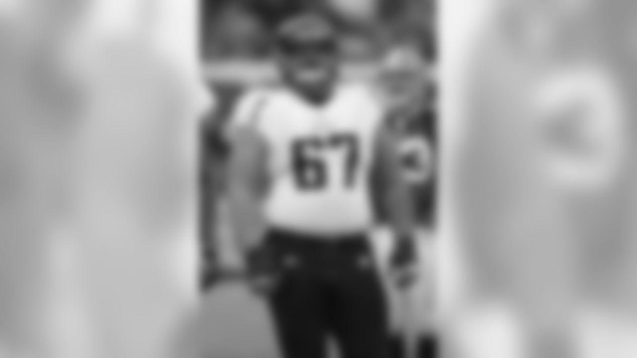 Falcons guard Vince Manuwai