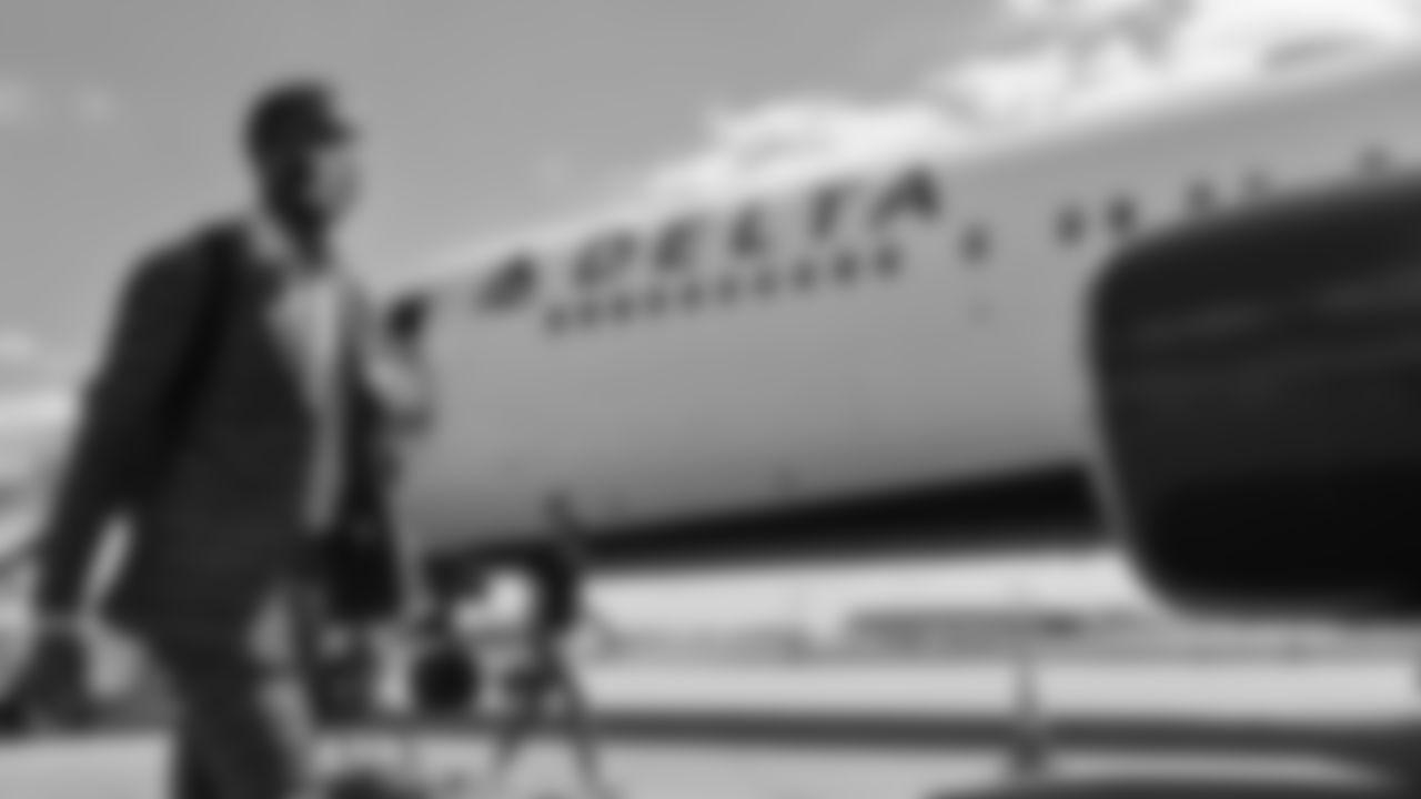 Atlanta Falcons tight end Kyle Pitts #8 arrives to travel at Hartsfield-Jackson International Airport in Atlanta, Georgia, on Saturday September 25, 2021. (Photo by Brandon Magnus/Atlanta Falcons)