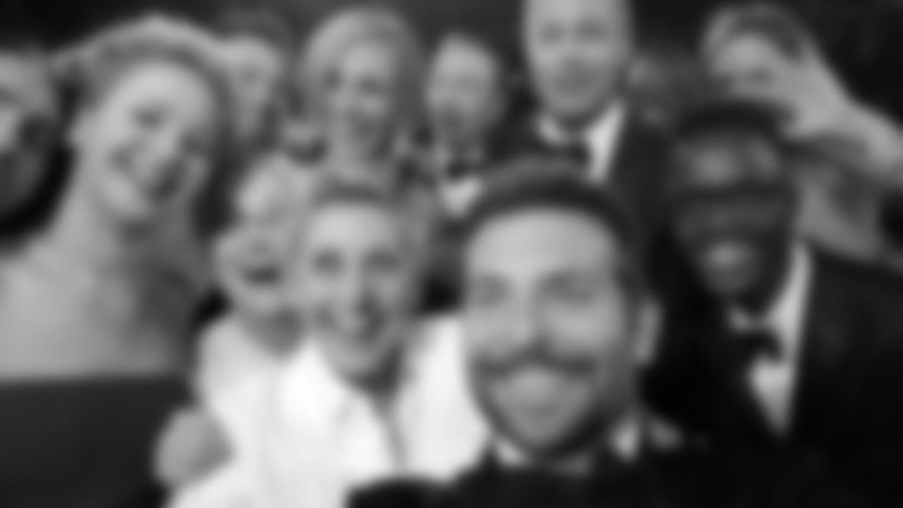 This star-studded Oscars selfie shook the social media world Sunday night