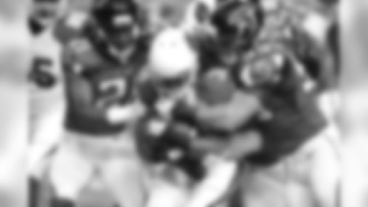 CB Desmond Trufant and LB Paul Worrilow tackle Cardinals RB Andre Ellington