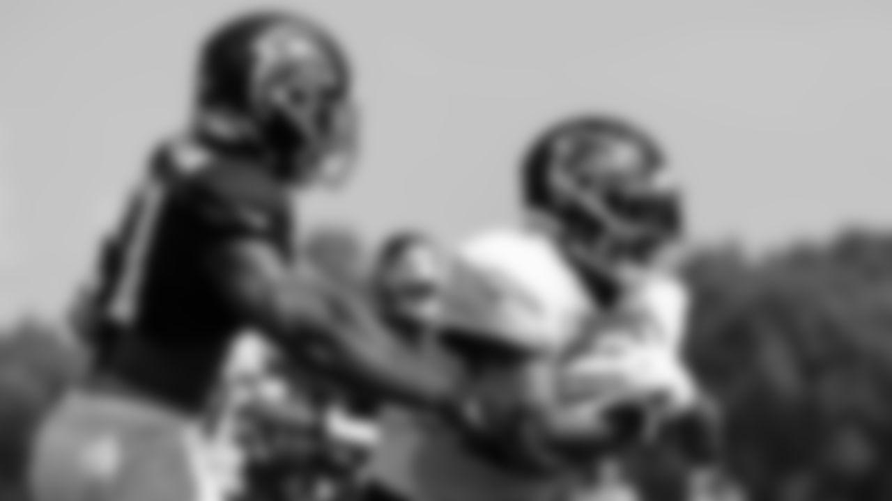 Atlanta Falcons running back Mike Davis #28 runs with the ball during AT&T Atlanta Falcons Training Camp at Atlanta Falcons Headquarters in Flowery Branch, Georgia, on Wednesday August 11, 2021. (Photo by Dakota Williams/Atlanta Falcons)