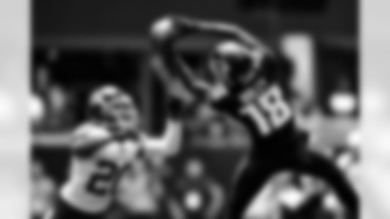 Atlanta Falcons wide receiver Calvin Ridley #18 makes a catch against the Washington Football Team at Mercedes-Benz Stadium in Atlanta, Georgia on Sunday, October 3, 2021. (Photo by Kyle Hess/Atlanta Falcons)