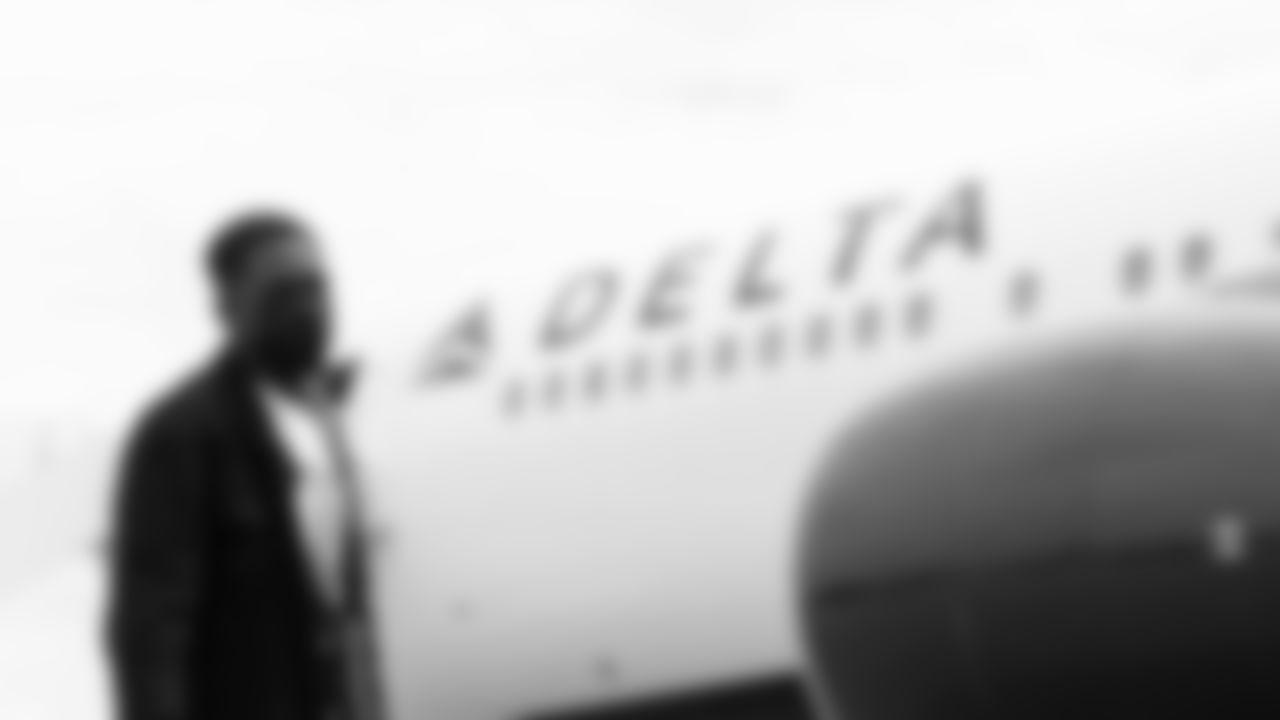 Atlanta Falcons wide receiver Olamide Zaccheaus #17 arrives to travel at Hartsfield-Jackson International Airport in Atlanta, Georgia, on Saturday September 18, 2021. (Photo by Dakota Williams/Atlanta Falcons)