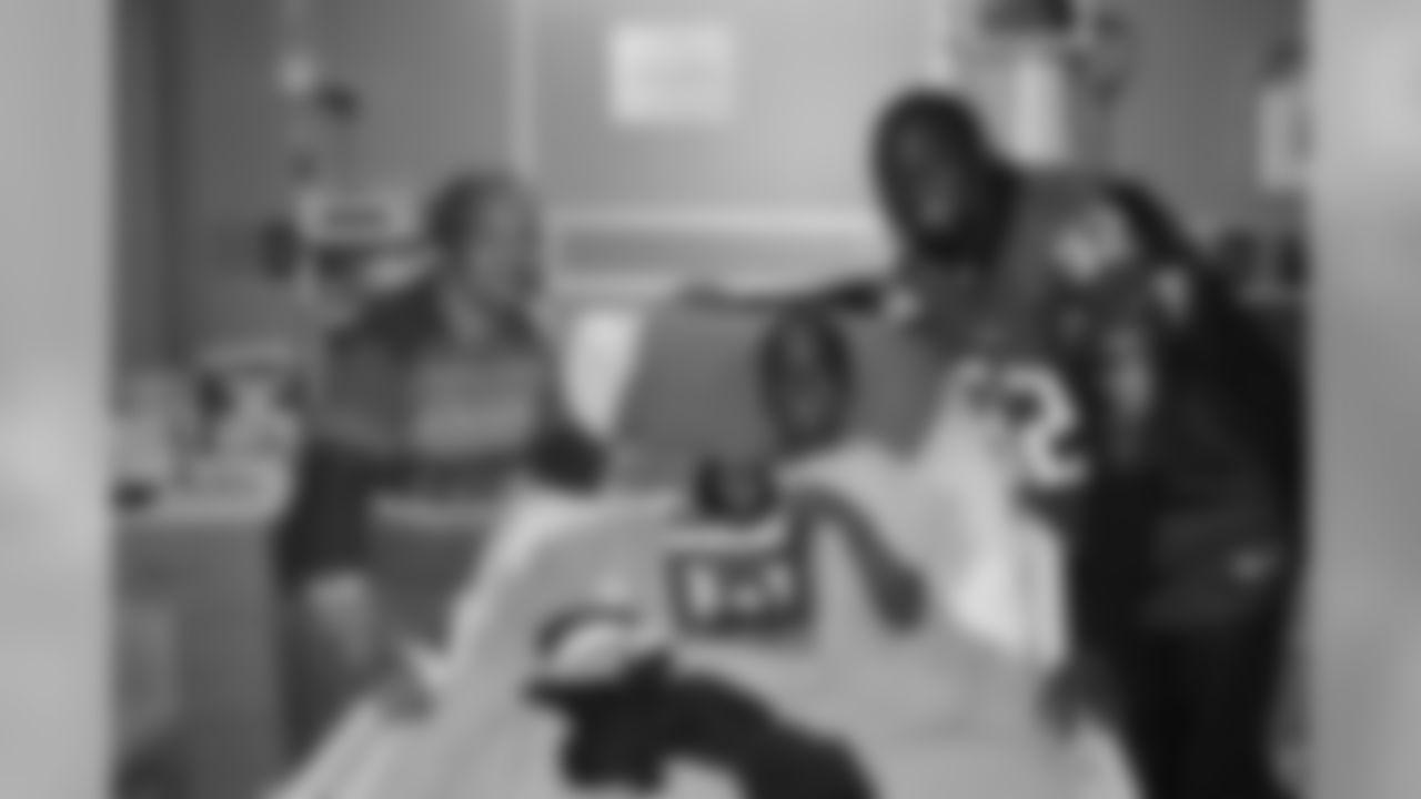 Chauncey Davis visits Children's Healthcare of Atlanta // Atlanta, GA // December 14, 2010 //