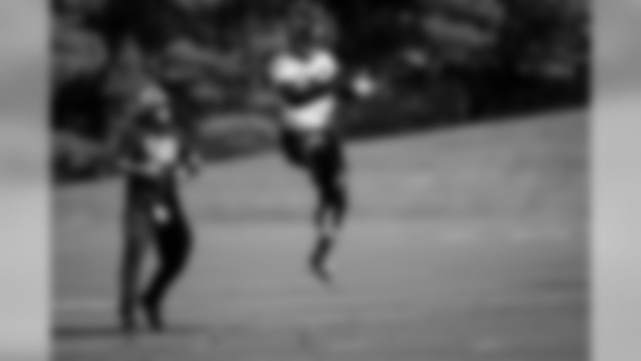 Atlanta Falcons linebacker Deion Jones #45 jumps for the ball during practice. (Photo by Kara Durrette/Atlanta Falcons)
