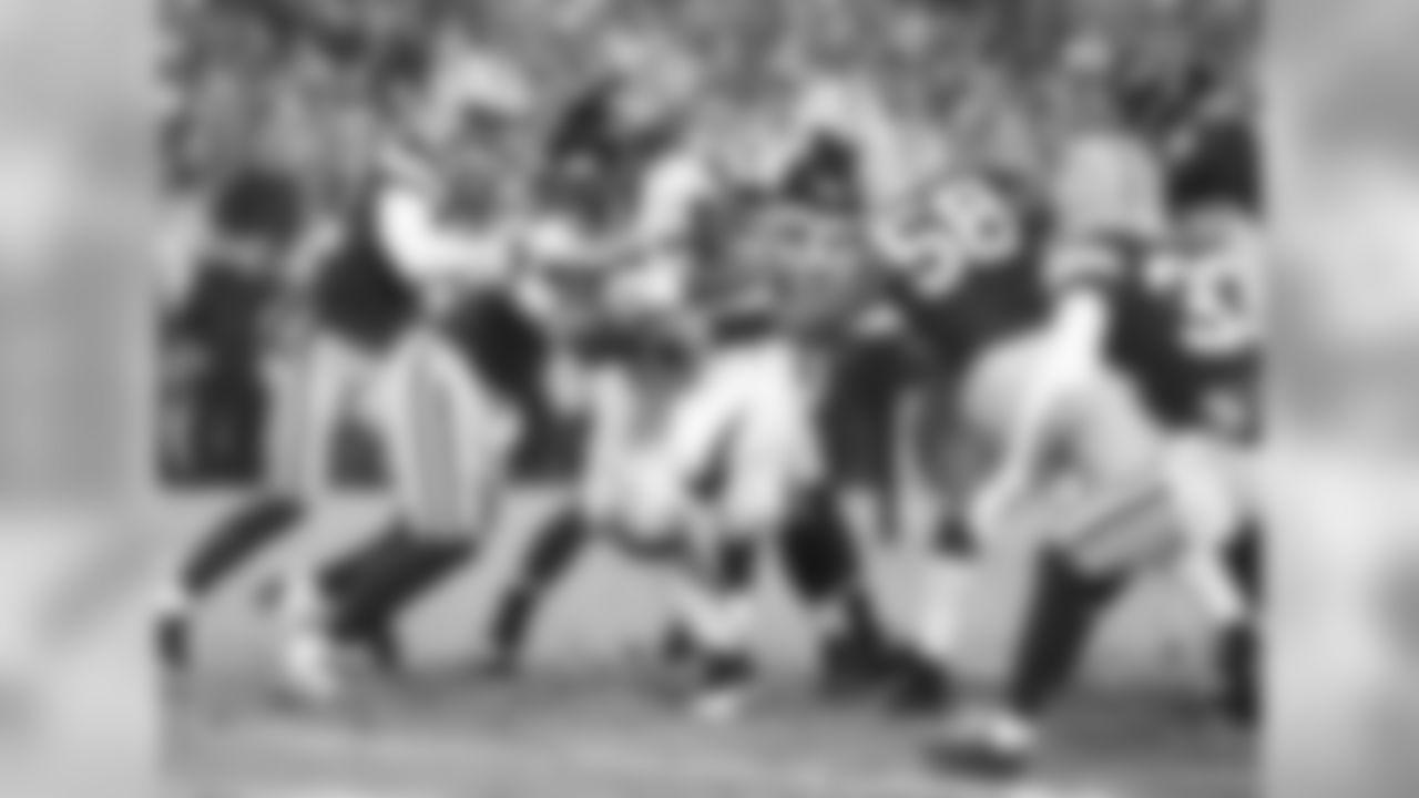 RB Steven Jackson runs for a touchdown