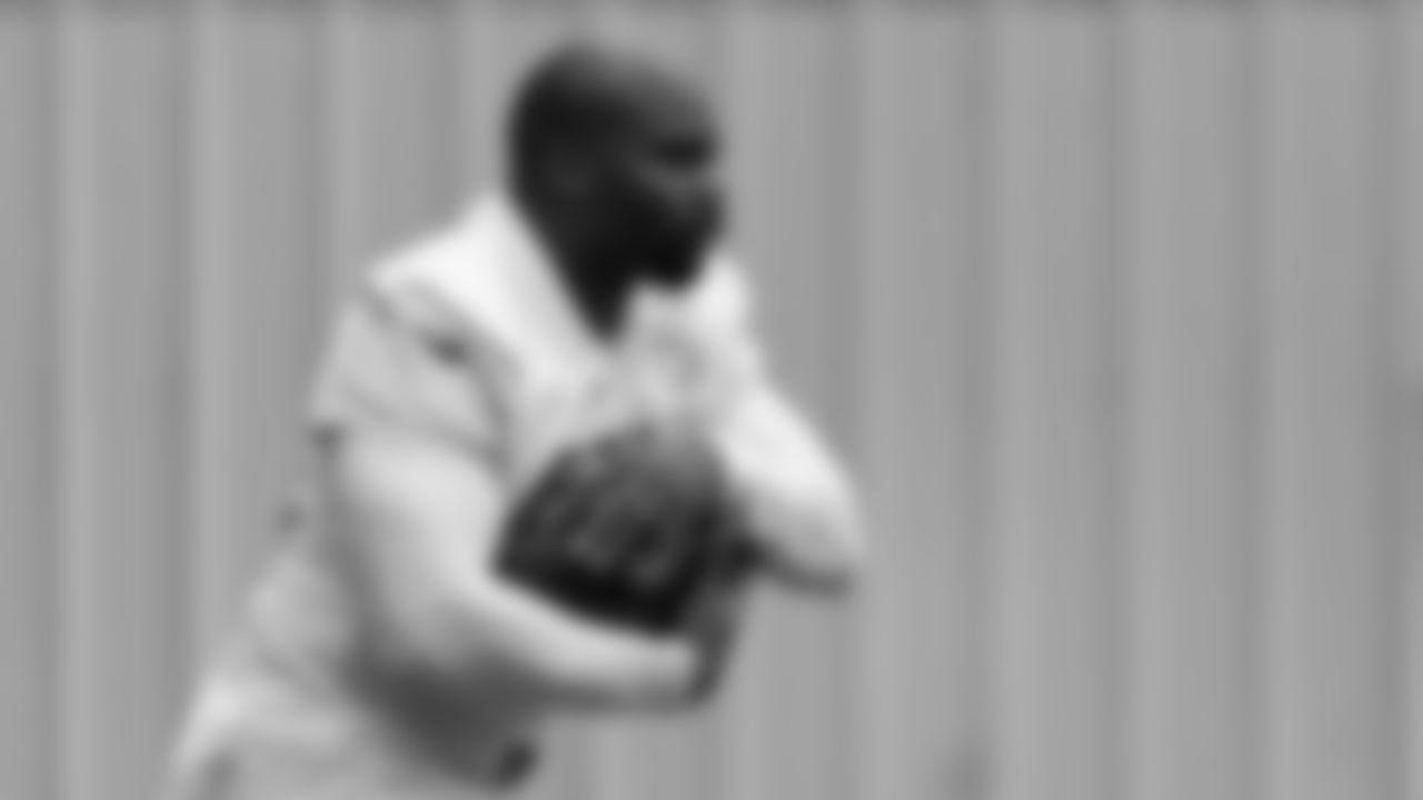 Atlanta Falcons running back Mike Davis #28 runs a drill during team practice at Atlanta Falcons Headquarters in Flowery Branch, Georgia, on Thursday October 7, 2021. (Photo by Dakota Williams/Atlanta Falcons)