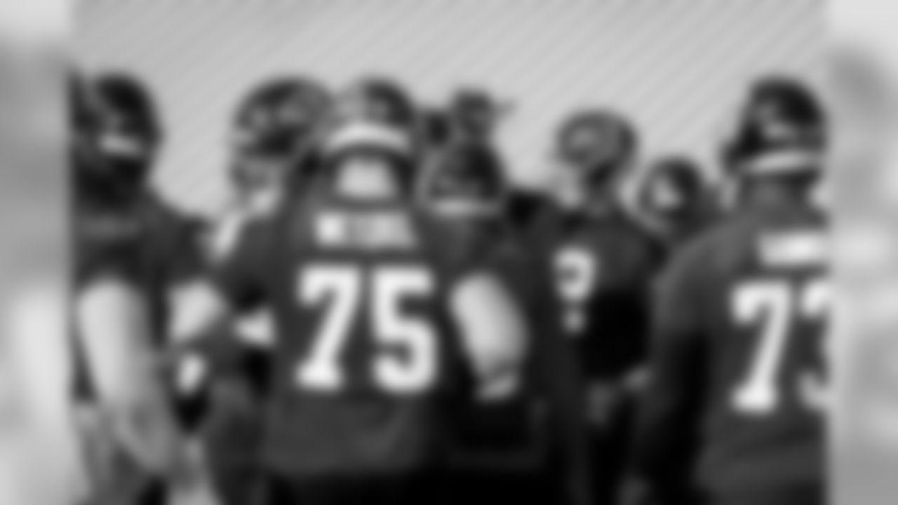 Atlanta Falcons quarterback Matt Ryan #2 brings in the huddle during practice. (Photo by Kara Durrette/Atlanta Falcons)