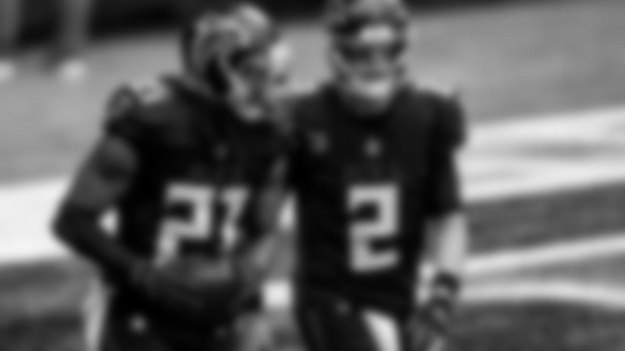 Atlanta Falcons running back Todd Gurley II #21 celebrates with Atlanta Falcons quarterback Matt Ryan #2 after scoring a touchdown on September 27, 2020. (Photo by AJ Reynolds/Atlanta Falcons)