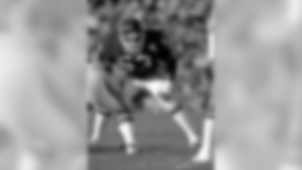 T-10. LB Harry Carson - 173 games (1976-88)