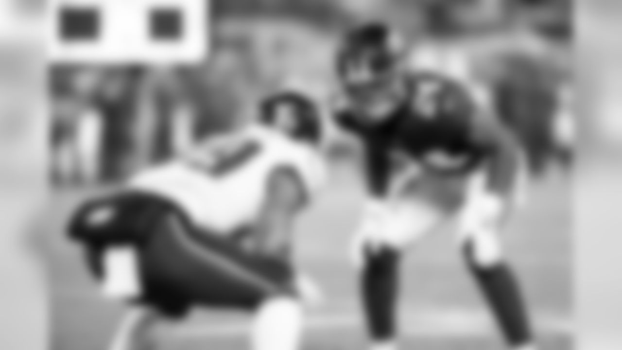 New York Giants DB Julian Love (24) during a regular season week 17 game against the Philadelphia Eagles at MetLife Stadium in East Rutherford, NJ