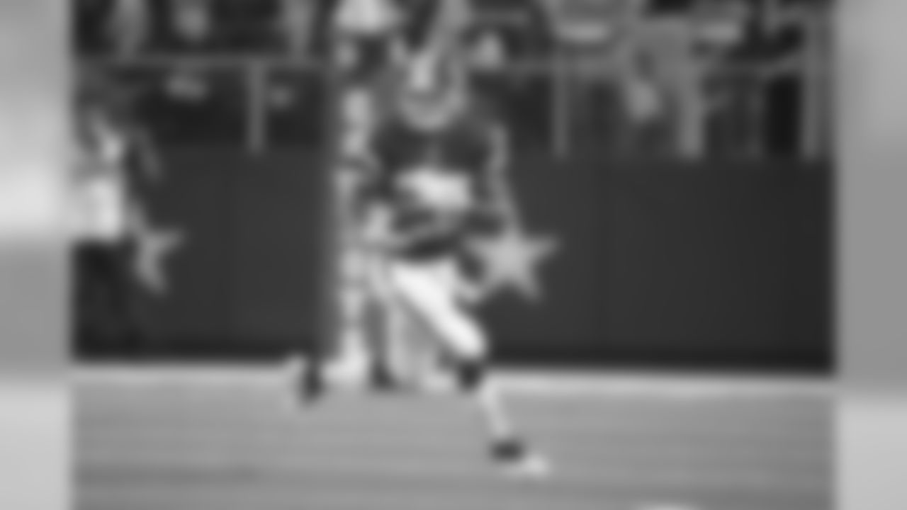 Washington Redskins running back Adrian Peterson (26) runs against the Dallas Cowboys during the second half of an NFL football game in Arlington, Texas, Thursday, Nov. 22, 2018. (AP Photo/Michael Ainsworth)