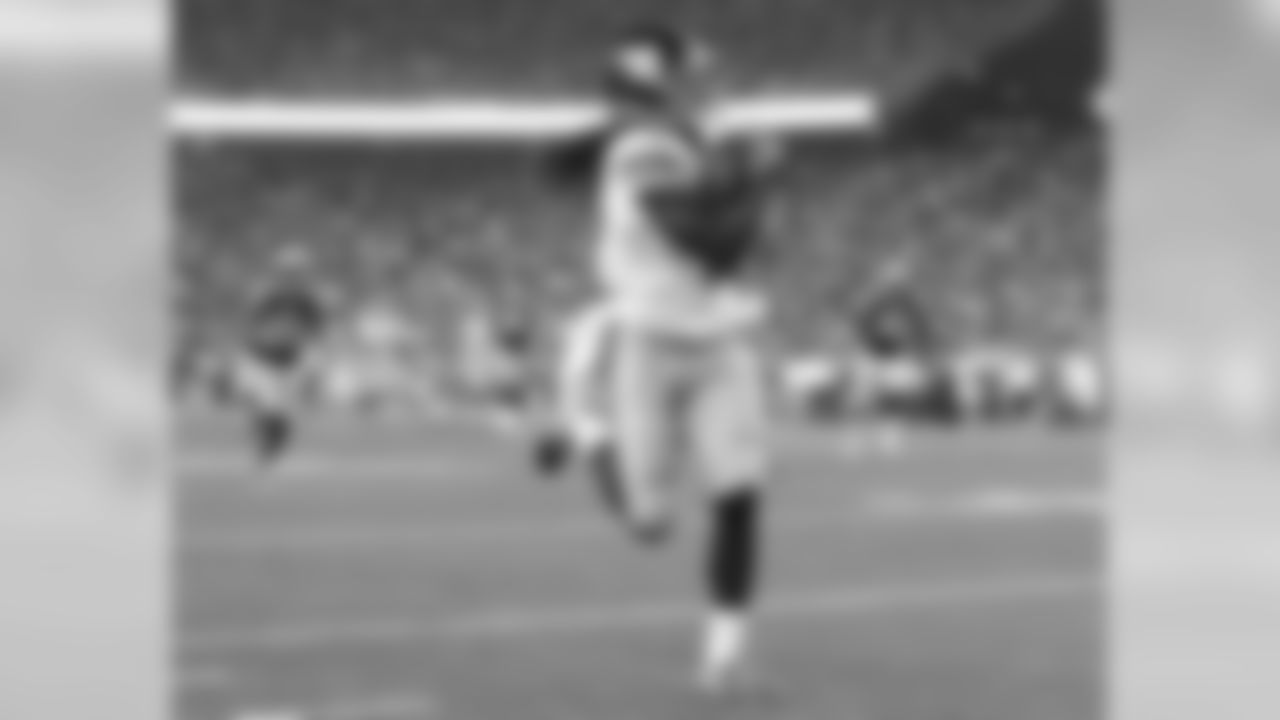 WR GEREMY DAVIS The rookie sixth-round pick out of Connecticut led the Giants with 65 receiving yards on three receptions, including a 40-yarder from Ryan Nassib in the second quarter.