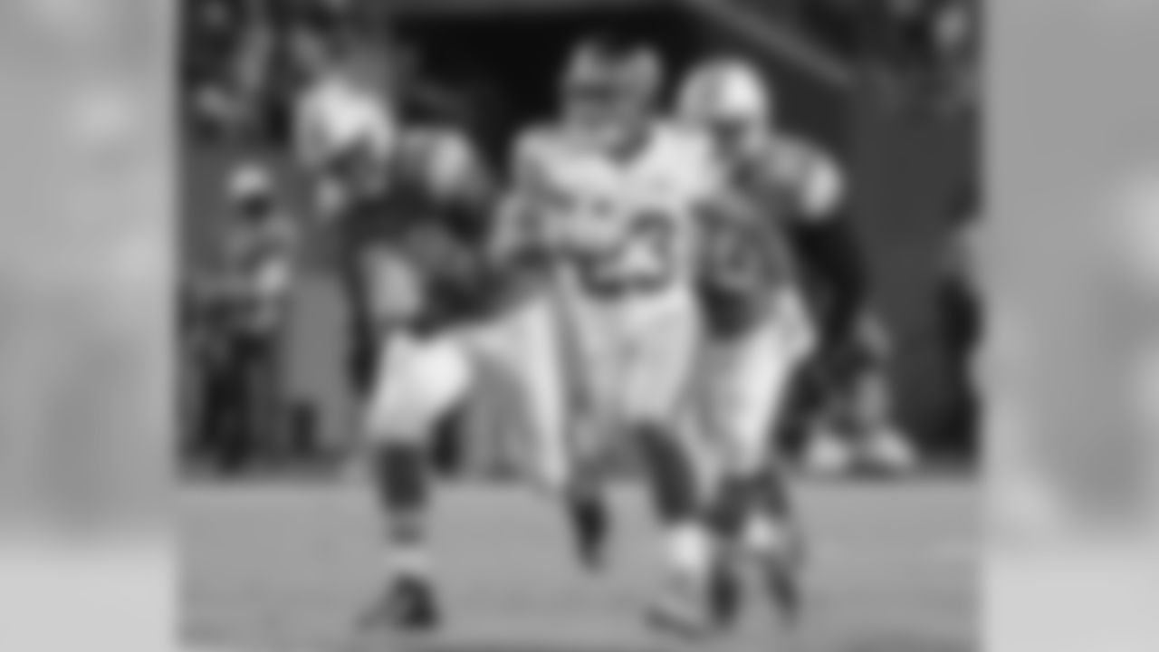 RB Rashad JenningsThe numbers may not be flashy, but a big reason why the Giants finished in the fourth quarter was their ability to run the ball and pick up first downs. Jennings finished with a season-high 81 yards on 22 carries, including a long of 21 yards.