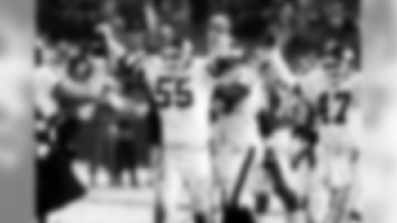 December 10, 1989) Giants at Broncos Week 14 - Mile High Stadium, Denver, CO - As eight inches of snow fell on Mile High Stadium, the Giants snapped a two-game losing streak by beating the Denver Broncos 14-7. Ottis Anderson scored on a 3-yard run and David Meggett caught a 57-yard touchdown from Phil Simms in the second quarter while the Giants grinded out the victory to improve to 10-4.