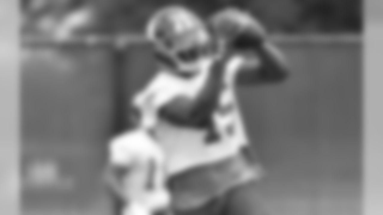 WR BRANDON MARSHALLYou can't miss him. He's 6-foot-4, 230 pounds, and usually wearing bright red tights. But the new Giants wide receiver is a lot more than that. The six-time Pro Bowler has amassed 941 catches, 12,061 yards and 82 touchdowns in his career.