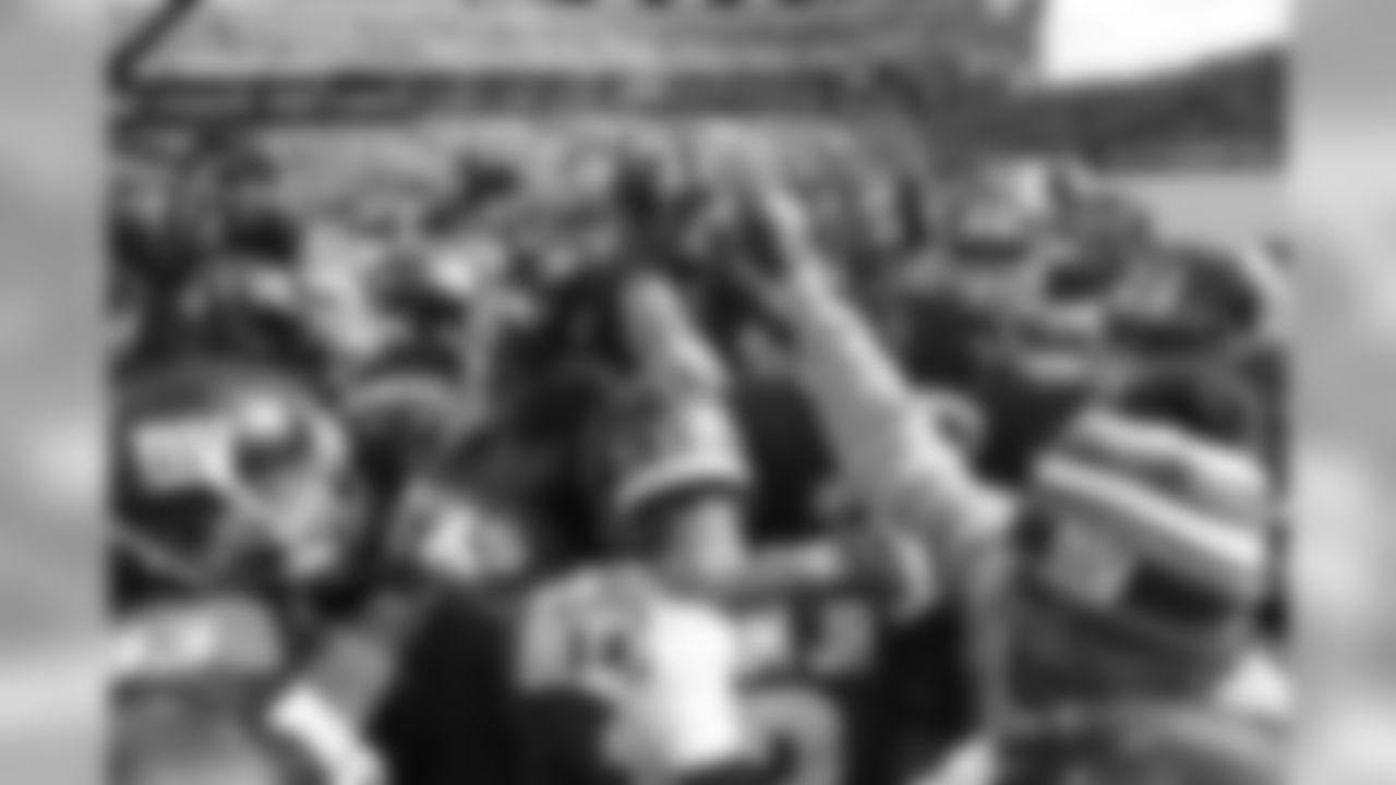 The Giants huddle during their pregame warmups. >>VIEW PREGAME PHOTOS