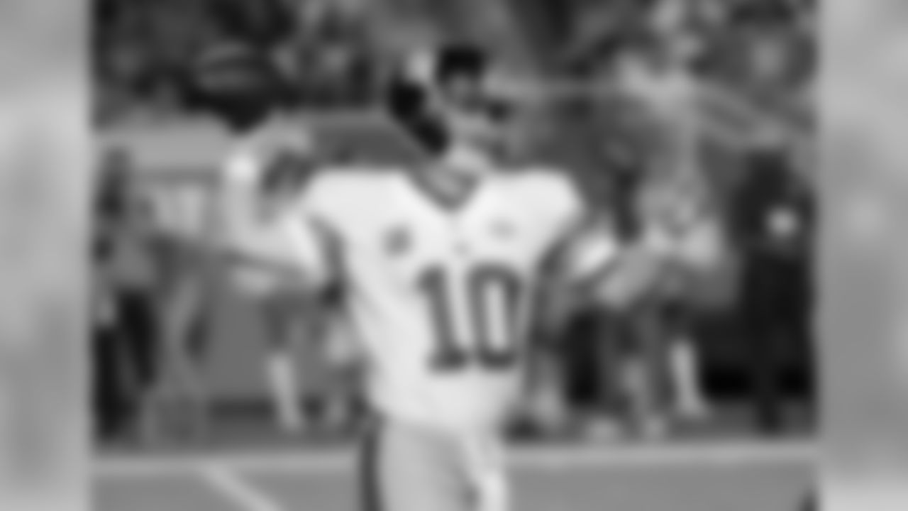 QB ELI MANNINGManning got off to a hot start by completing his first eight passes of the game and never looked back. The franchise quarterback went 27 of 31 for 337 yards, four touchdowns, and a passer rating of 151.5.