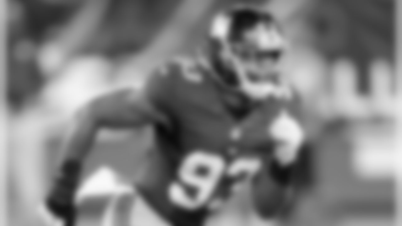 LB B.J. GOODSONIn Goodson's first series as starting middle linebacker, the Giants forced the Steelers to go three-and-out. It was an impressive start for the second-year pro, who notched one of three sacks for the defense.