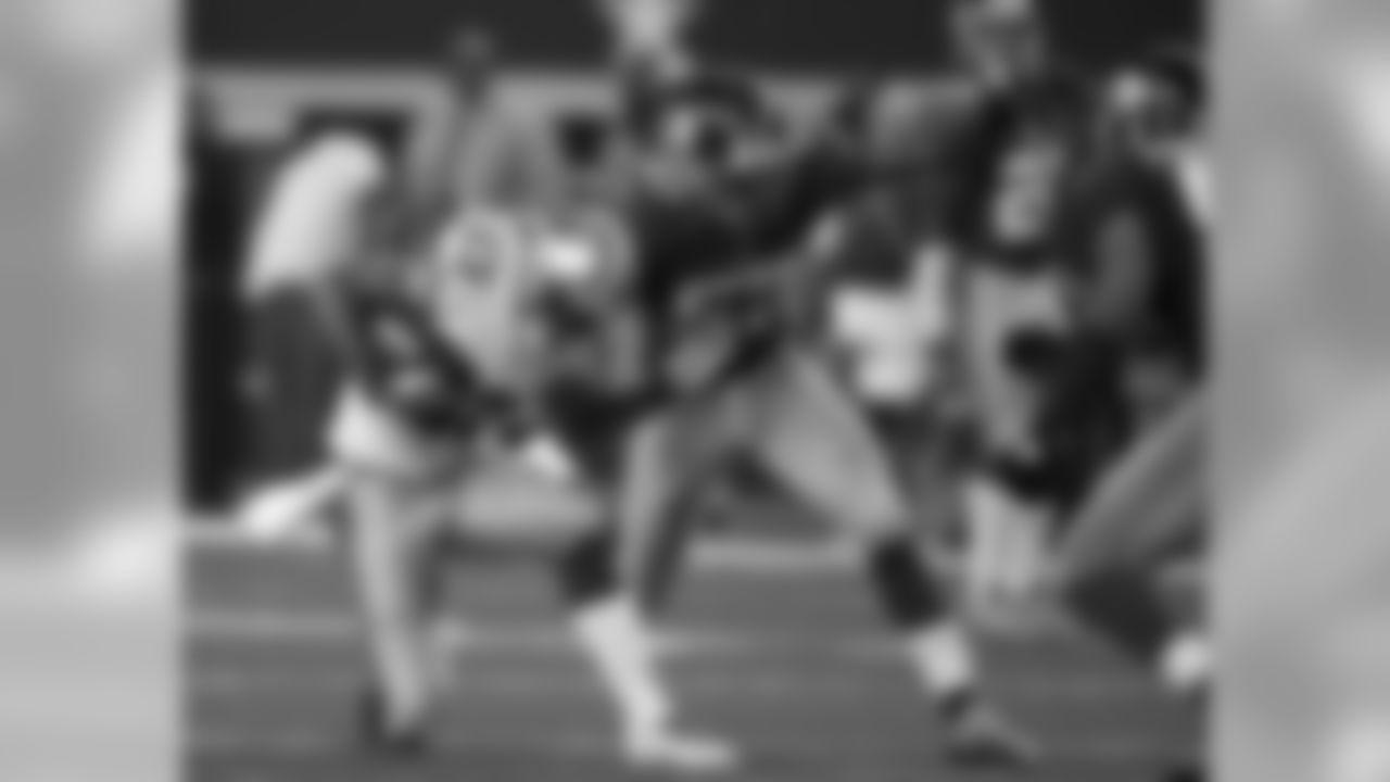 Jacquian Williams, Linebacker
